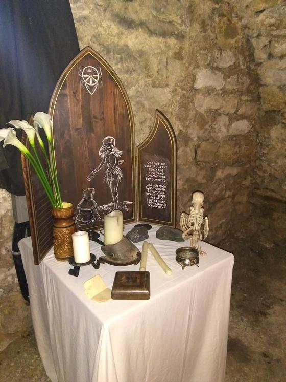 Altar der Rabenmaid